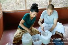 Making coconut oil
